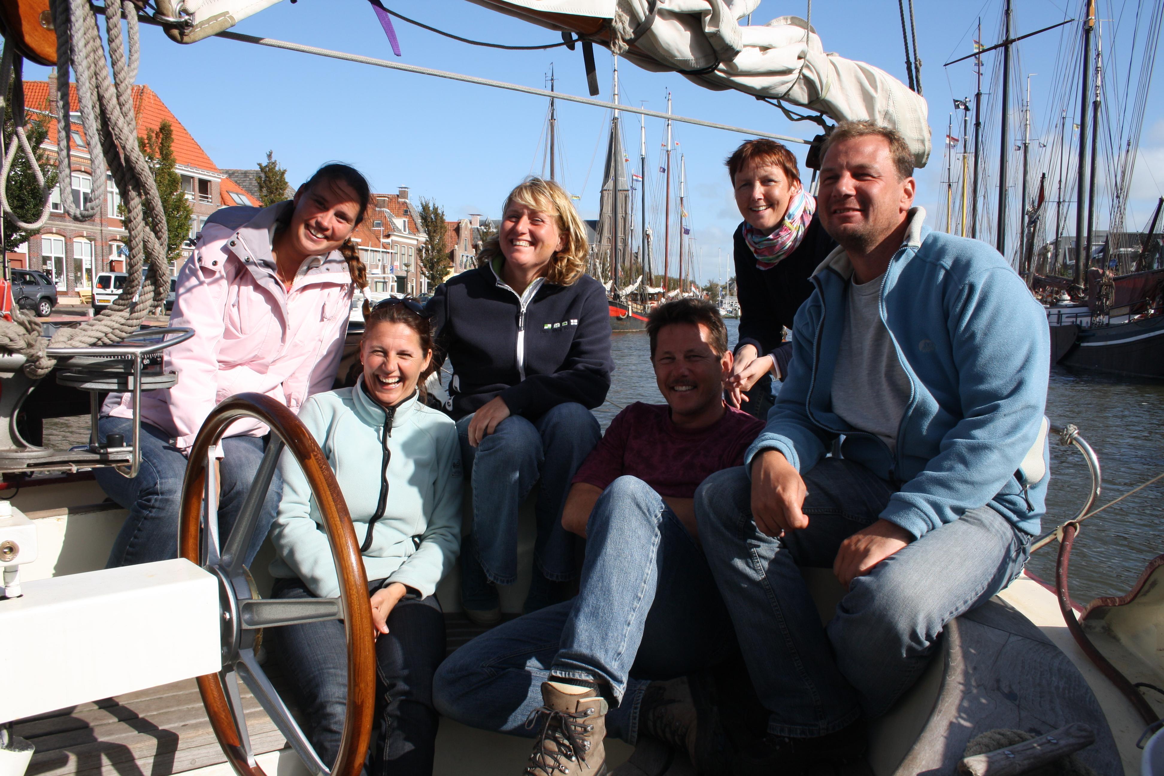 gezellig-weekend-zeilen-waddenzee-groepsfoto